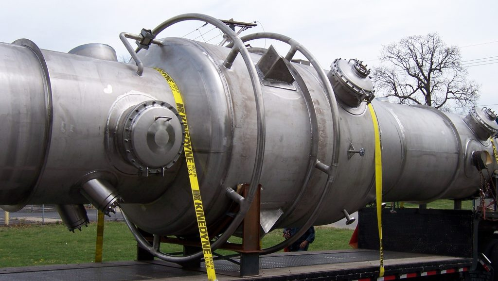 Large column reactor on truck